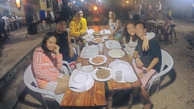 Dinner as hosted by Mike and Angel at Hideaway Tourist Inn. Photo grabbed from Paulas Facebook.