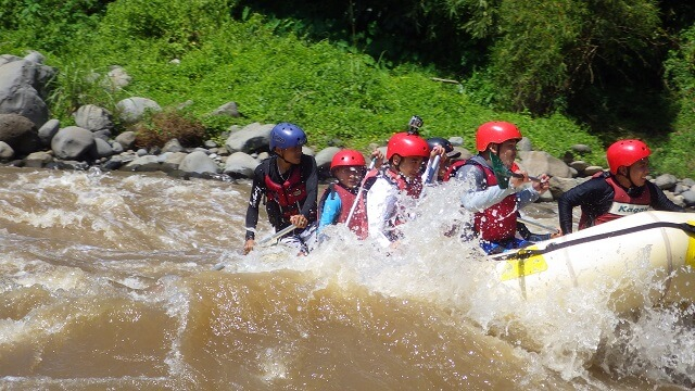 One of the many rapids during our whitewater rafting. You have to do your part!