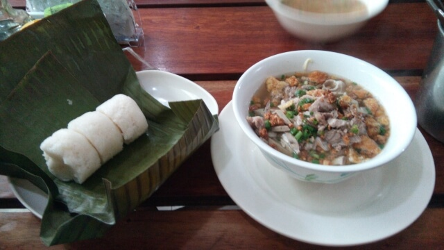 Rice Cake and La Paz Batchoy at Netong's.