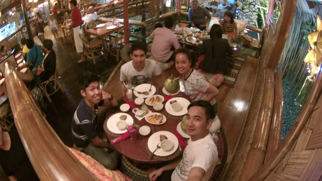 Dinner at Kalui Restaurant with (L-R) Joshua, Jerson, Jian and I (who took the photo).