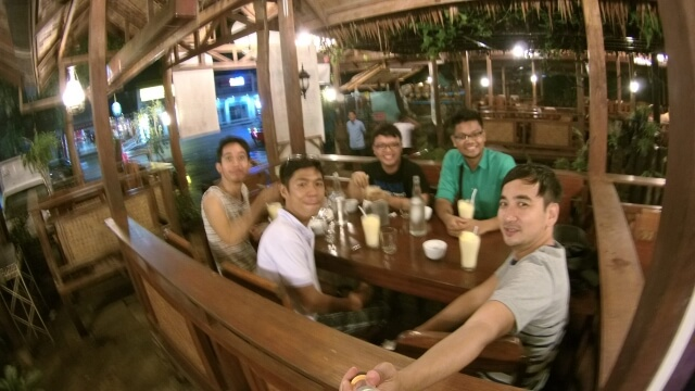 Trying Balinsasayaw Restaurant's Bird's Nest Soup and Balinsasayaw Shake with (L-R) Joshua, Jerson, Sed, Noel and I.