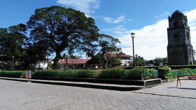 Park in Paoay Church
