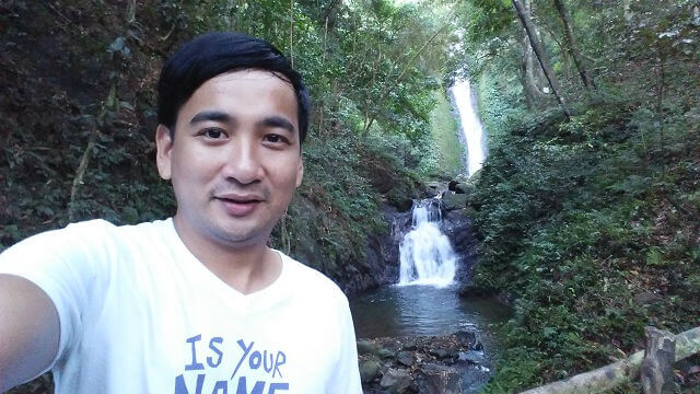 Photo opportunity at Kabigan Falls.