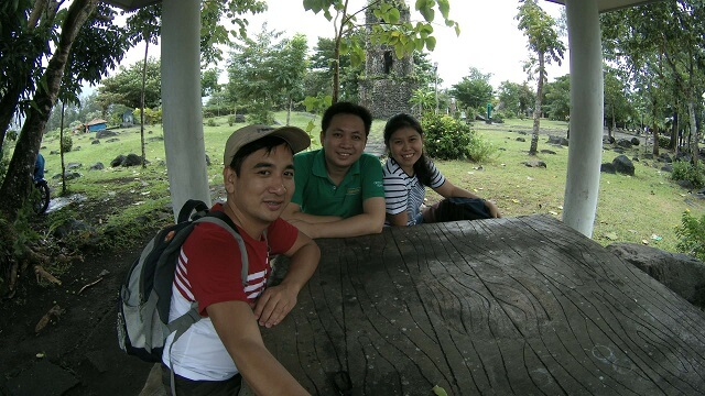 With Joseph Reyes and his partner, Sheng Hipolito, who are fellow travelers at the Cagsawa Ruins from Manila.