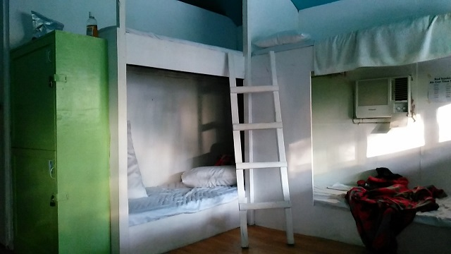 Dormitels bunk beds. The air conditioner is not 24x7. It is turn on every 4 hours and then after.