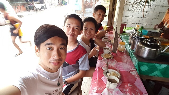 We were hoping to have a heavy breakfast meal but it seems that there were no eateries open yet other that this. An elderly couple sells rice-toasted coffee and puto maya. I costs me Php22.00 for two cups of rice-toasted coffee and two puto maya.