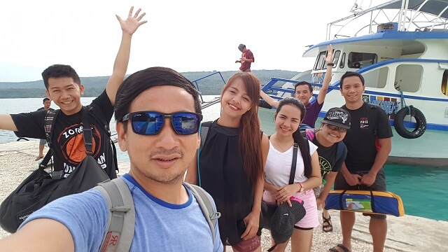 Groupie before boarding the motor vanca in Isla Reta Beach Resort.